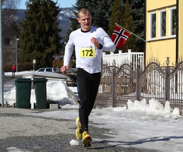 Vinner av Påskemaraton 2013 ble denne karen Gerhard Sletten, på 2.55.26. Foto: Bjørn Hytjanstorp