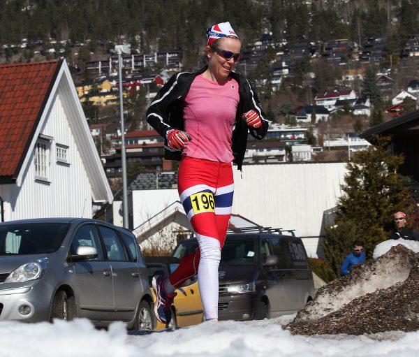 Synne Granå Vesterhus fra Team Skigo på vei mot en flott 3.plass på maraton på 3.47.56. Foto: Bjørn Hytjanstorp