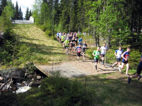 Birkebeinerløpet ble endret i fjor og starter nå i skiløypene som ble brukt i OL på Lillehammer. Her etter et par kilometer.