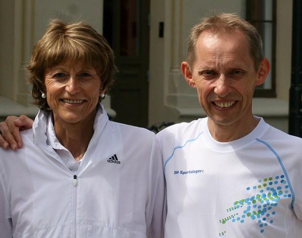 Da Erik Nossum gjorde sin fantastiske bragd med å løpe Norge på langs, var det til inntekt for Aktiv mot kreft. Her er han avbildet før løpet med Grete Waitz. Foto: Bjørn Hytjanstorp.