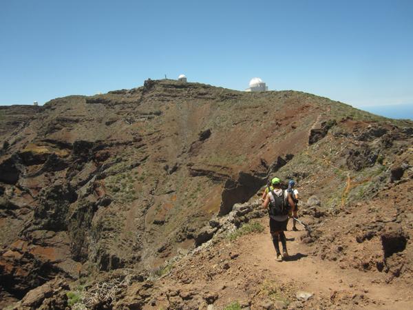 Løypas høyeste punkt er i sikte, og den vulkaniske landskapet er utrolig