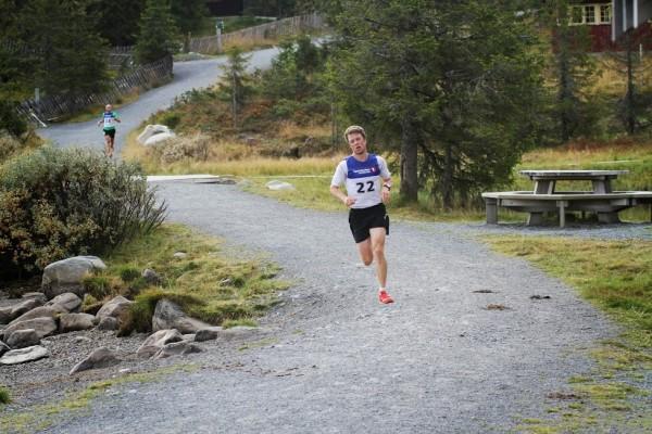 Petter Skinstad er fra Gjøvik, men løp likevel på hjemmebane på Sjusjøen. her har han fått en avgjørende luke.Foto: Rolf Bakken