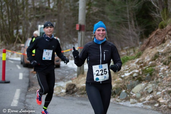 Bjørn Fretland løper maraton like lett som de fleste andre løper en liten treningstur. Denne gangen ble det 7.plass på 3.13.26, med god drahjelp av nmancy sommer, fjerde beste kvinne på halvmaraton med 1.34.46 som sluttid. (Foto: Bjarne Ludvigsen, melkesyre.no)