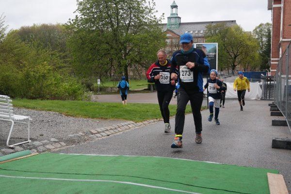 Flere bilder fra innspurten i Ås kommer i morgen.