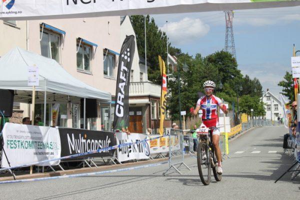 Borgild Løvset jubler for sin andre seier av to mulige i Norgescupen. (Foto: NCF)
