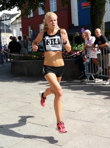 Marit Haslie formelig flyr mot mål i Moss. Foto: Frode Monsen, Sportsmanden