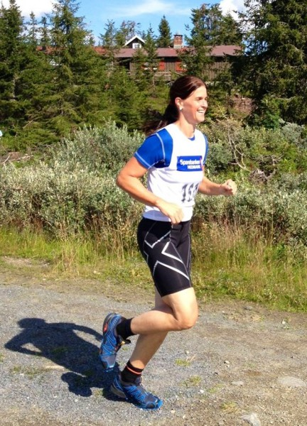 Det var mange blide løpere som hadde en fin dag på Sjusjøen, som Hanne Wibe, nummer to i klasse 40-49 år. Foto: Sportsmanden