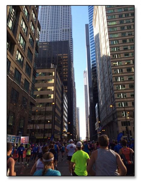 Noe av det som klarte å tenne motivasjonen i Chicago var opplevelsen av å løpe mellom skyskrapere og den fantastiske stemningen som tilskuere og funksjonærer sørget for.