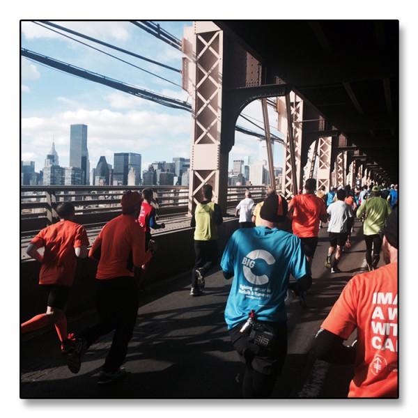 Manhattan sett fra Queensboro Bridge. Mange får det tøft gjennom denne lange broen som tar løperne fra Brooklyn over til Manhattan og 1st avenue.