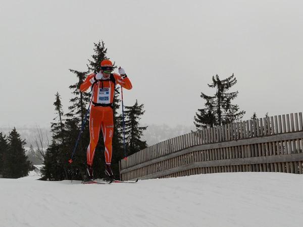 Laget med det flotte navnet Team Fjøssystemer vant mennenes stafett over fire etapper på gode 2.37.08. Her er løperen på nest siste etappe over Fjellelven ved Sjusjøen i klar ledelse. På sølv- og bronseplass kom Abax 1 (2.48.30) og laget med dagens mest treffende navn; Glipptak, på 2.56.48.