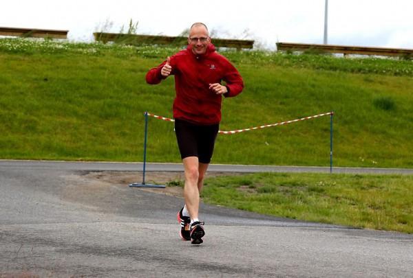 Peter Tubaas, blid stordabu og norsk ultralandslagsløper som er på plass for å skrive historie på Jessheim.