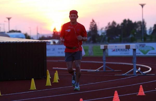 SUNSET OVER JESSHEIM: Løpets leder etter 72 timer, israelske Kobi Oren.