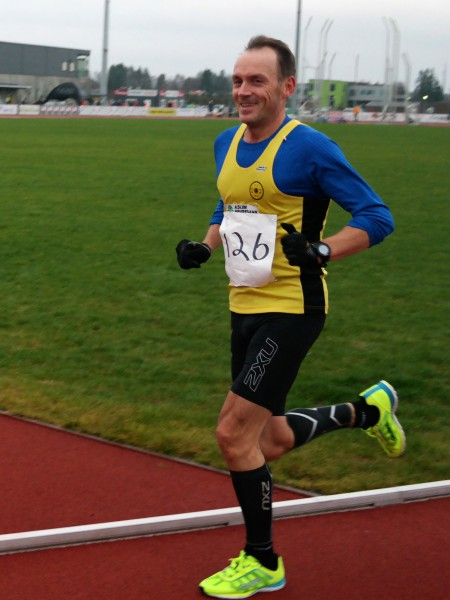 Maratoneksperten: Vidar Nilsen tok lørdag sitt 8. NM-gull for veteraner. Her er Oppegård-løperen på vei til klasseseier i M50-54 år i Jessheim Vintermaraton i fjor i sitt 50.maraton. Foto: Frode Monsen / Sportsmanden