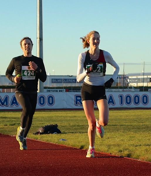 Unge Tessa Den Heijer spurter mot mål til seier på 1.24.17. Foto: Frode Monsen / Sportsmanden