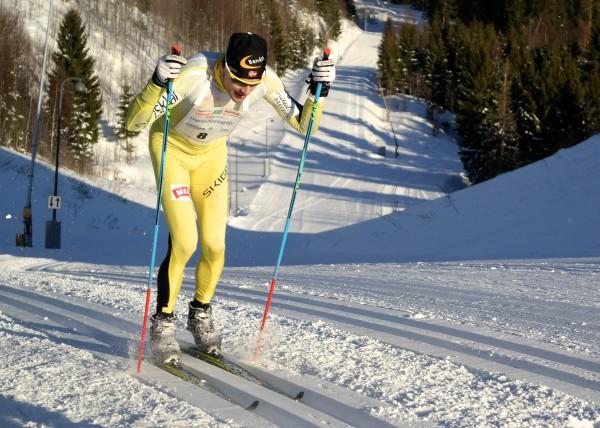 Arne Post er klassisksekspert, selv om han her staker godt i bakkene opp til Midstuibakken i fjorårets Holmenkollmarsj. I år var det ingen som klarte å følge tempoet til veteranen. (Foto: Frode Monsen / Sportsmanden)