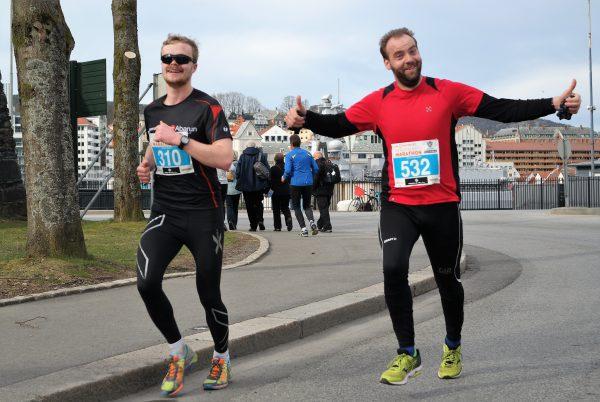 Sprudlende Jan Billy Aas løp årets syvende maraton i Bergen, og sitt 62 totalt. : Frode Monsen / Sportsmanden.no