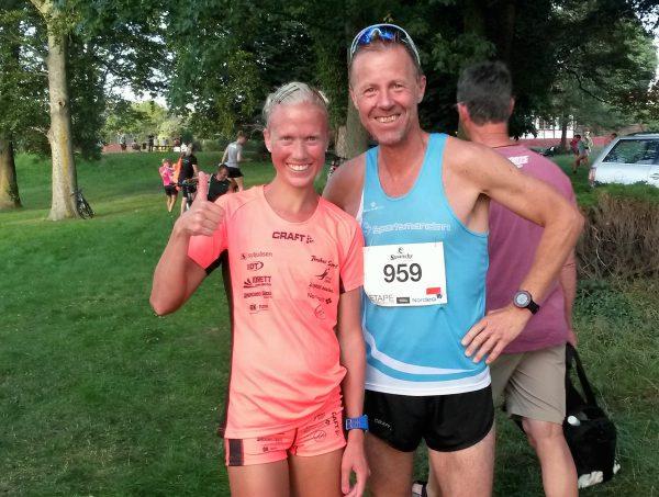 Tommel opp fra Marthe Katrine Myhre etter sin debut på Bornholm, tross store mageproblemer på første dag. Frode Monsen var også middels fornøyd med 40.45, snaue minuttet svakere enn i fjorårets løp, men strålende fornøyd med innsatsen fra Team Sportsmanden. (Foto: Hanne Wibe)