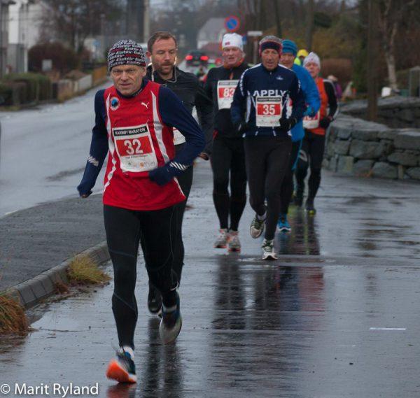 Inge Asbjørn Haugen var svært godt fornøyd med å løpe på under 4 timer på Karmøy. (Foto: Marit Ryland)