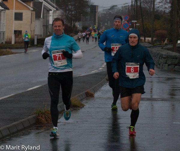 Reporter Frode Monsen løp bra lenge, men fikk også smake på en litt for optimistisk fart mot slutten. (Foto: Marit Ryland)